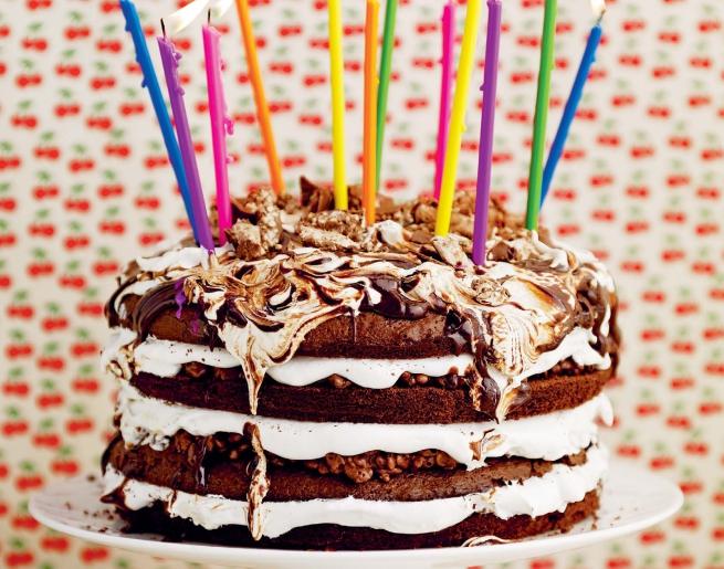 Роскошный шоколадный слоеный торт