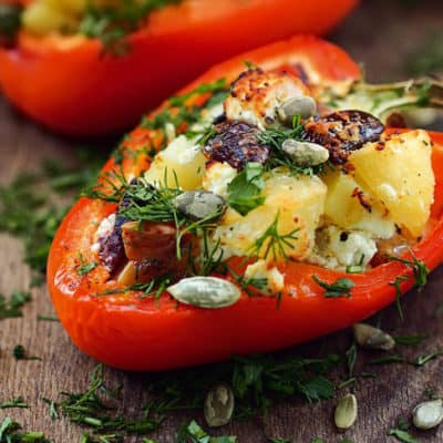 Запеченный перец с пряным картофелем и оливками