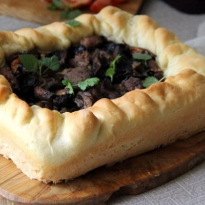 Мясной пирог с луговыми шампиньонами