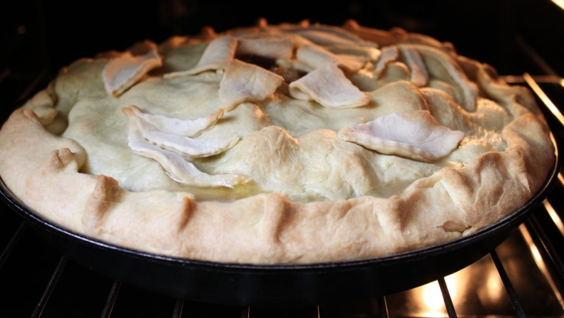 Пирог с бараниной и белыми грибами
