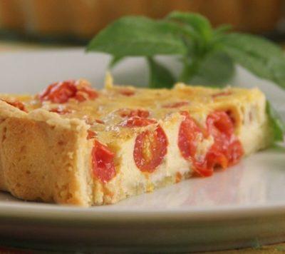 Пирог с мелкими помидорами