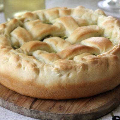 Пирог-корзинка с козьим творогом и шпинатом