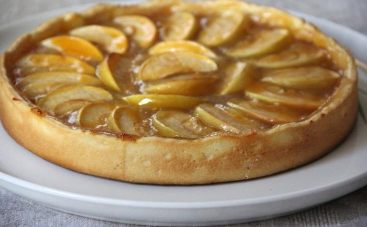 Пирог открытый с яблоками
