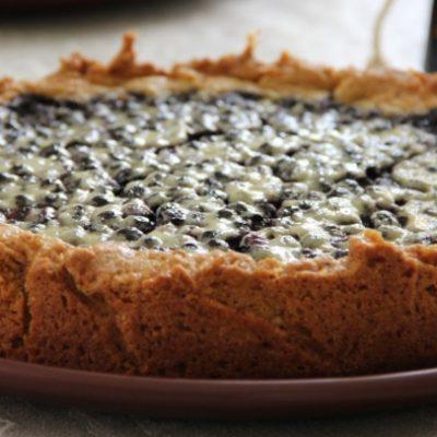 Пирог с черникой и лесными орехами