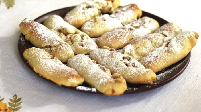 Пирожки с грушами и лесными орехами