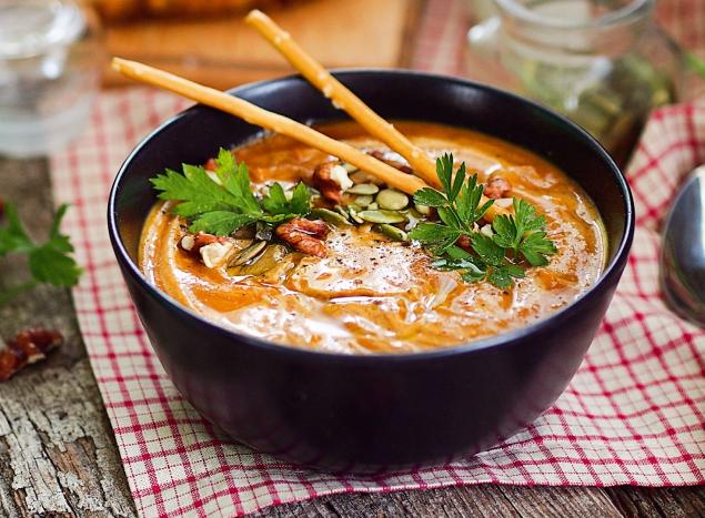 Тыквенный суп с вялеными томатами и карри