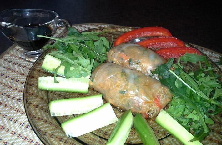 Конвертики с креветками и овощами