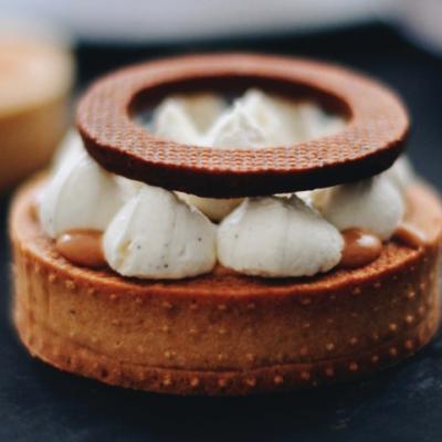 Тарталетки с фундуком и соленой карамелью