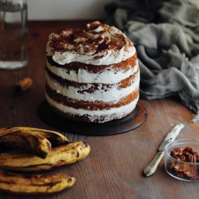 Торт с бананами, пеканом и кокосовым кремом