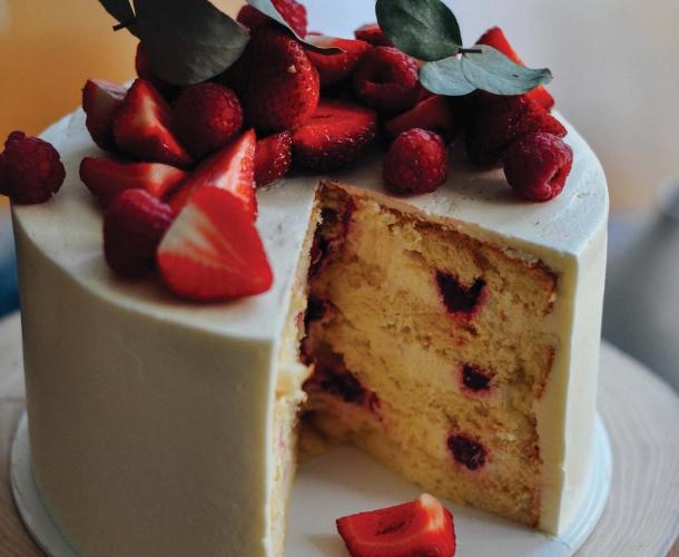 Торт с цитрусами и малиной