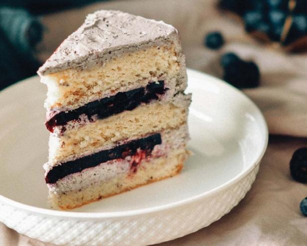 Торт с ежевикой и лавандой