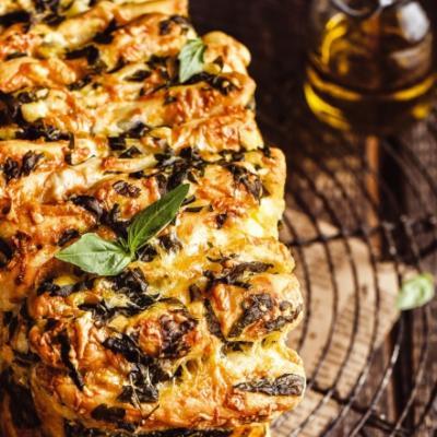 Хлеб-гармошка с сыром и зеленью