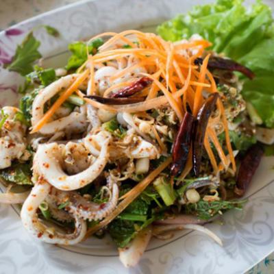 Острый горячий салат из кальмаров