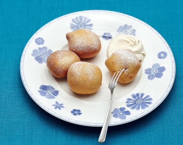 Пончики с яблоками и сливочно-кофейным кремом