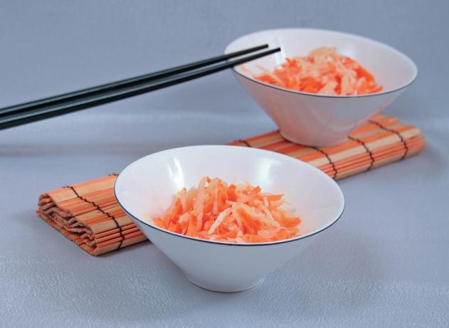 Японский салат с дайконом и морковью