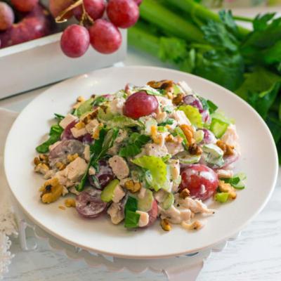 Салат из куриного филе с фруктами