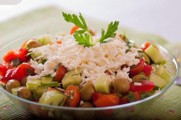 Быстрый вкусный шопский салат