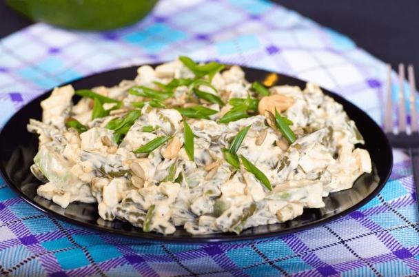 Салат из стручковой фасоли, яиц и авокадо